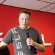 Elon Musk en una rueda de Prensa en el Service Center de Tesla en Amsterdam