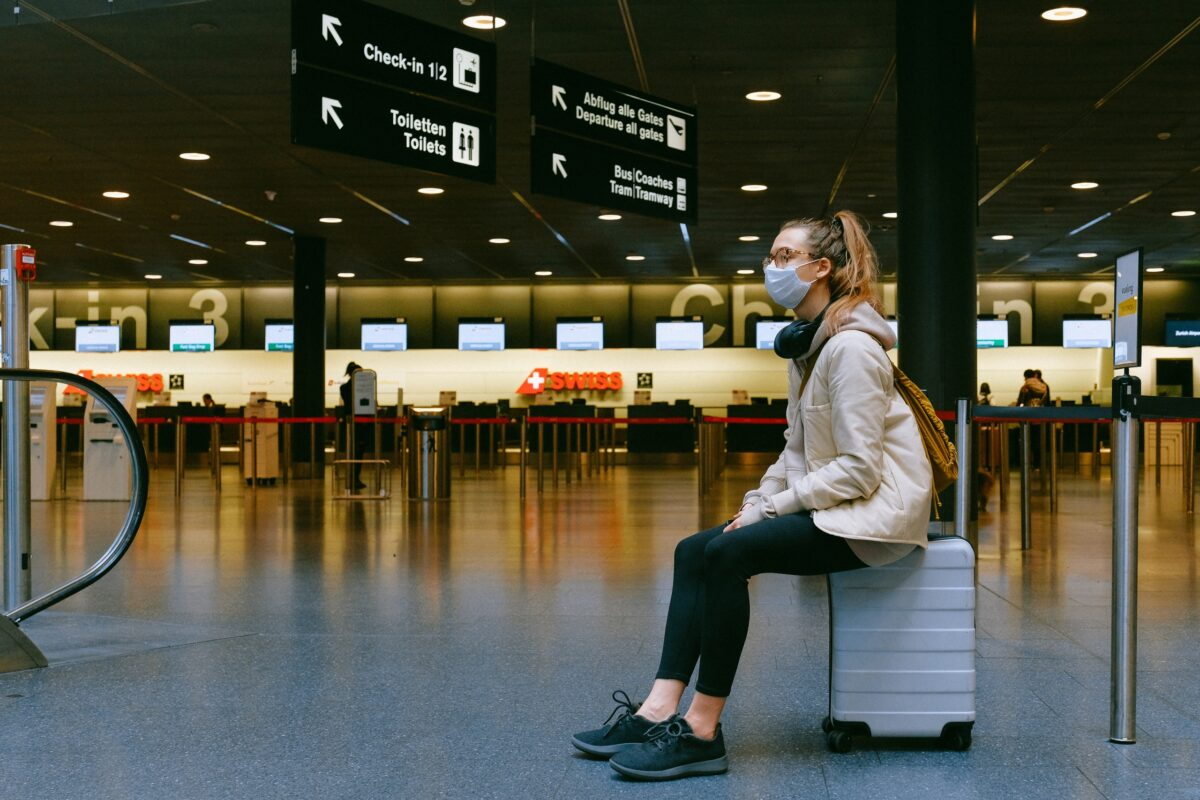 woman sitting on luggage 3943882 scaled 1 DEFACTO
